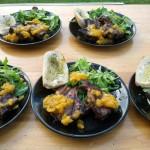 Jehněčí kotleta s meruňkovou salsou